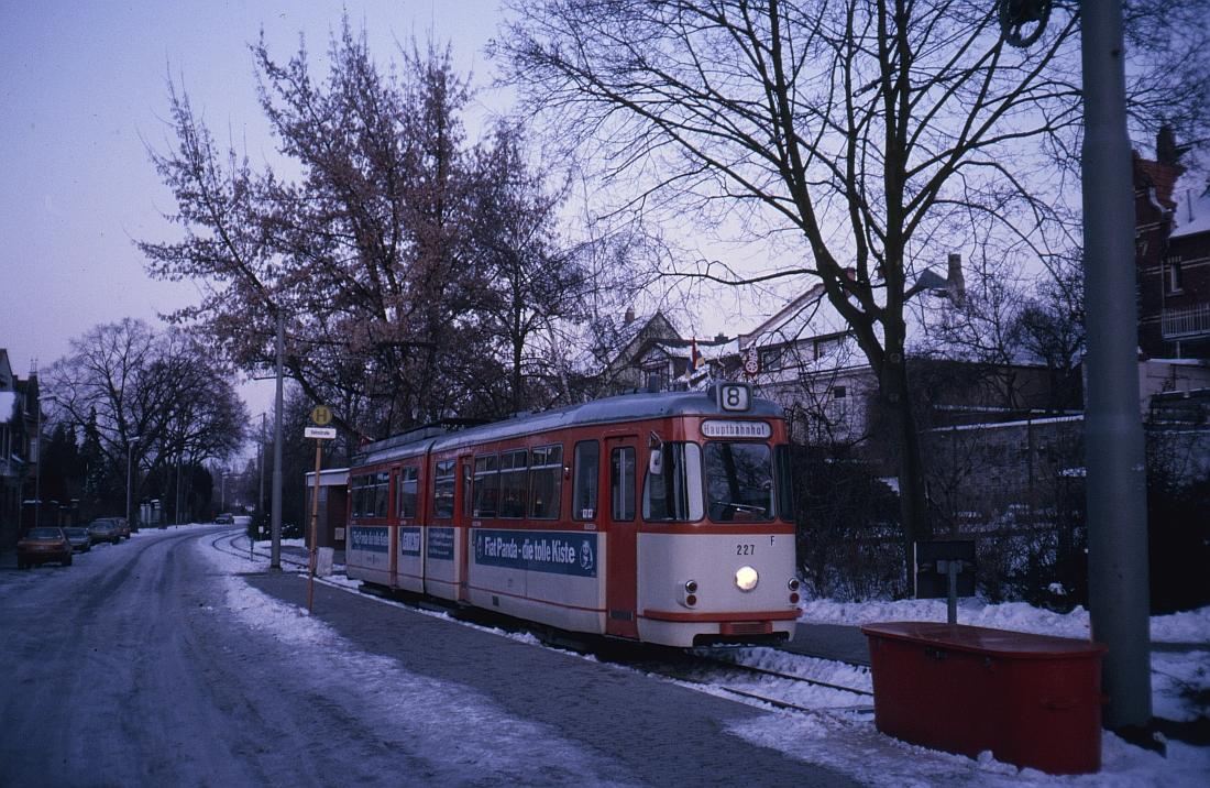 strasenbahn enstation bretzenheim.jpg
